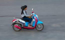 På de kambodjanska gatorna Royaltyfria Foton