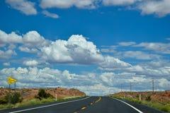 På den amerikanska huvudvägen Arizona, USA Royaltyfri Fotografi