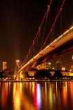 På den Frankfurt strömförsörjningen på natten, arkivfoton