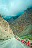 På den Karakoram huvudvägen Arkivbild