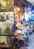 På den Siem Reap nattmarknaden i Cambodja Arkivbild