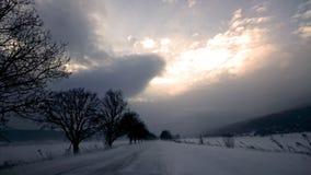 På den snöig vägen Arkivfoton