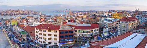 På den tredje kullen av Istanbul arkivbilder