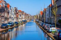 På en kanal i gouda Nederländerna fotografering för bildbyråer