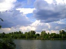 På en lake Arkivbild