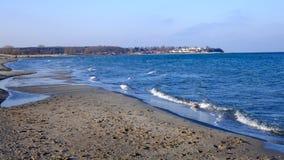 På en solig vinterdag på havet Royaltyfri Fotografi