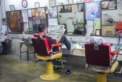 På en thailändsk barberare shoppa Royaltyfri Foto