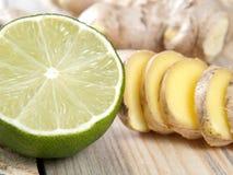 Ingefära och limefrukt royaltyfria bilder