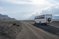 På en väg till den Landmannalaugar nationalparken iceland royaltyfri bild