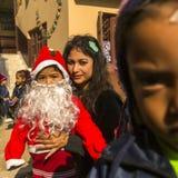 På engelska grupp för okända elever på grundskola för barn mellan 5 och 11 år Endast 50% av barn i Nepal kan nå kvalitet 5 Royaltyfri Bild