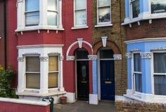 På engelska stil för historiska byggnader London royaltyfria foton