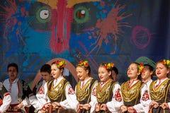 På etappen av den Surva festivalen i Pernic Bulgarien Royaltyfri Foto
