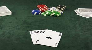 På för för mittkruka och poker för grön torkduk den liggande handen av fem kort Royaltyfria Bilder