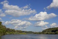 På floden Royaltyfri Fotografi