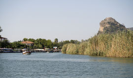 På floden Dalyan, Turkiet Arkivfoton