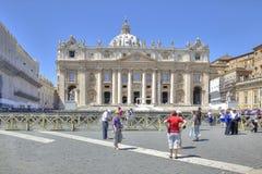 På fyrkanten av St Peter vatican Royaltyfria Foton