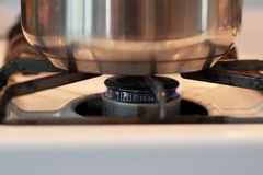 På gasbrännaren Royaltyfria Bilder
