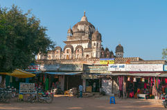 På gatan i lilla staden Khajuraho Royaltyfri Foto