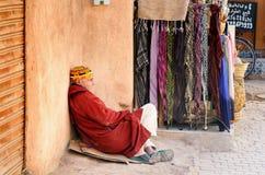 På gatan i medina marrakesh morocco Arkivfoton