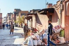 På gatan i medina marrakesh morocco Royaltyfri Bild
