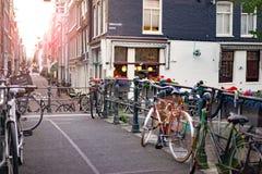 På gatorna av Amsterdam Arkivfoto