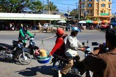 På gatorna av Cambodja Arkivbild