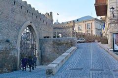 På gatorna av den gamla staden Baku Azerbaijan Arkivfoton