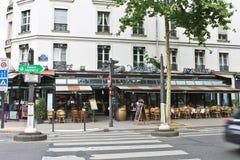 På gatorna av Paris. royaltyfri foto