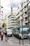 På gatorna av Paris. arkivbilder