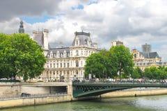 På gatorna av Paris. royaltyfri fotografi