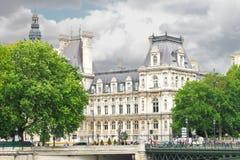 På gatorna av Paris. arkivfoton
