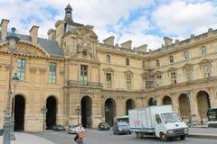 På gatorna av Paris. royaltyfri bild