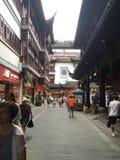 På gatorna av shanghai arkivbilder