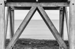 På grund av vaksamt av stranden arkivfoto