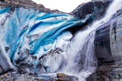 På grunden av en glaciär Arkivfoto