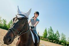 På hästrygg Royaltyfria Bilder