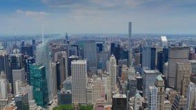 På hög nivå sikt av uptownen Manhattan och Central Park stock video