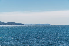 På havet. Naturlig bakgrund Royaltyfria Bilder
