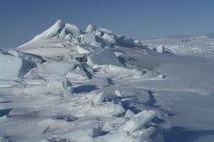 På isen av det arktiska havet arkivfoton