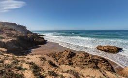 På kanten av havet nära Taghazout Marocko Royaltyfri Bild