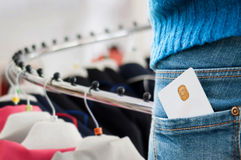 På kläderen shoppa Royaltyfri Foto
