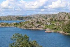 På kusten i sydvästliga Norge Europa Royaltyfri Bild
