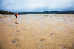 På lågvatten på Wallaga sjön i Narooma Australien arkivfoto