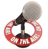 På luft uttrycker mikrofonen Live Interview Report Royaltyfria Bilder