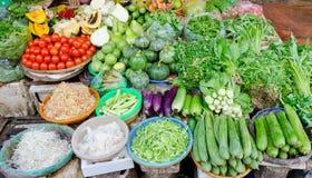 På matmarknaden i Vietnam Arkivfoton
