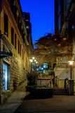 På natten i staden arkivbilder