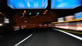 På natten på huvudvägen Royaltyfri Fotografi