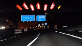 På natten på huvudvägen Arkivfoton