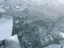 Is på Potomacet River i Januari royaltyfria bilder