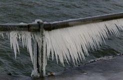 Is på räcket Arkivbilder